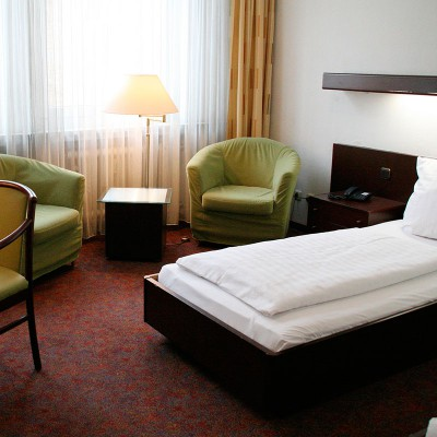 Andi Stadthotel Twin Bedroom
